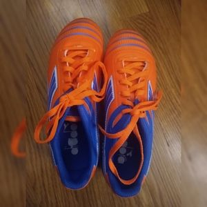 Girl's size 3.5 cleats